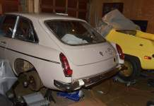 MGB GT rear hatch installation