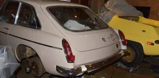 MGB GT rear hatch installation