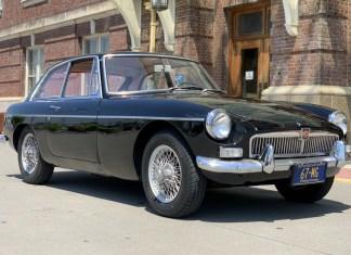 1967 MGB GT exterior