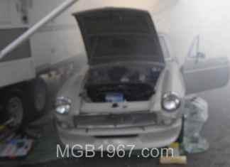 MGB GT burning oil on engine start