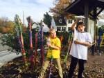 Glencarlyn kids create Banana Stalk Art Pieces.  Photo by Dina Kim