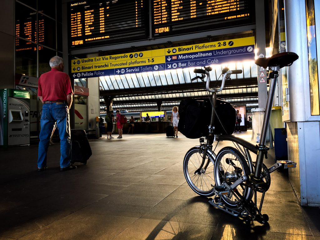 In viaggio con la Bici Brompton in Stazione Milano Rogoredo