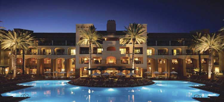 luxury hotel Manager