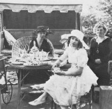 Mary Miles Minter, her mother Charlotte Shelby and her grandmother Julia Miles