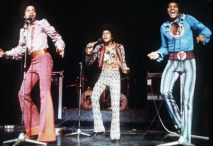 LONDON - FEBRUARY 1975: A young Michael Jackson (centre) performs live with the Jackson 5 in February 1975 in London, England. (Photo by Anwar Hussein/Getty Images) *** Local Caption *** Michael Jackson