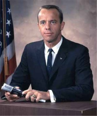 By NASA - http://www.astrosaur.us/wp-content/uploads/2011/05/alan-shepard.jpg, Public Domain, https://commons.wikimedia.org/w/index.php?curid=17960811