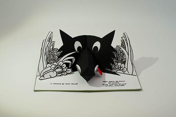 Projet de livre pop-up, page 2, vue de face avec le loup dans le potager