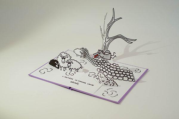 """Projet de livre pop-up """"Variation pour un loup et un jardin potager"""", page 4, vue de profil avec le loup dans la lande avec arbre et moutons"""