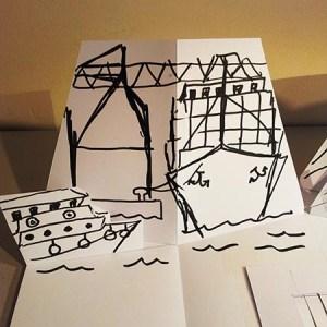Carte d'anniversaire personnalisée en pop-up, maquette de travail. Port et porte-conteneurs.