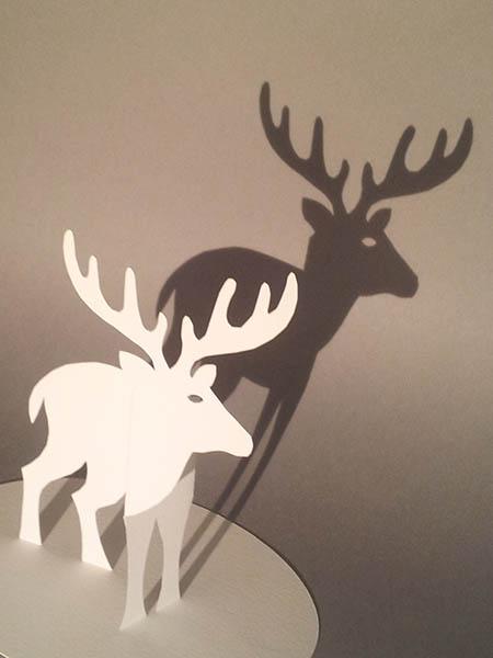 Décorations de Noël, motif cerf, papier blanc, vue de dessus