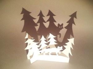 Décorations de Noël, motif renard et sapins, papier blanc, vue de haut