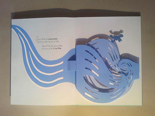 Livre pop-up Le bonheur est dans le pré, page 5, diorama avec ombre projetée