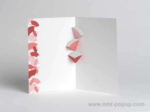 Carte kirigami Eventails avec frise dessinée rouge, intérieur vu de face