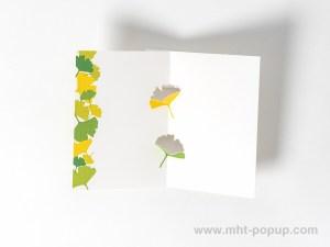 Carte kirigami Ginkgos avec frise dessinée verte, intérieur vu de dessus