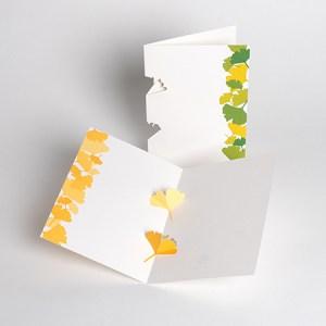 Carte en kirigami Ginkgos avec frise dessinée, vue de différents modèles