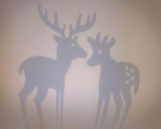 Saynète d'hiver cerf et faon. Détail ombre projetée