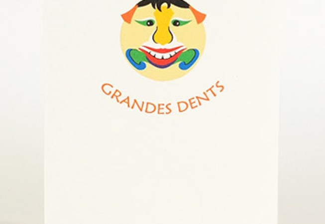 Carte pop-up Masques du Vietnam, modèle Grandes dents, recto de la carte pliée