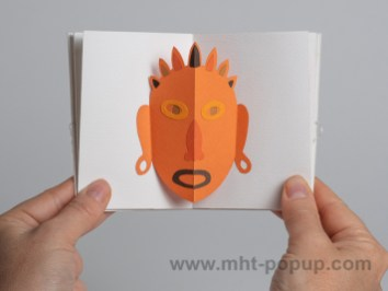 Livre d'artiste accordéon Masques pop-up, inspiration océanienne, orange