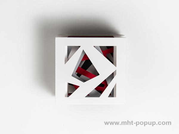 Livre d'artiste tunnel, modèle Abstraction blanc, vue de dessus du livre non déplié