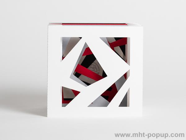 Livre d'artiste tunnel, modèle Abstraction blanc, vue de face du livre déplié