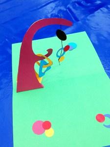 Atelier pop-up autour des mobiles de Calder, Foire des savoir-faire solidaires de Saint-Denis, réalisations des participants