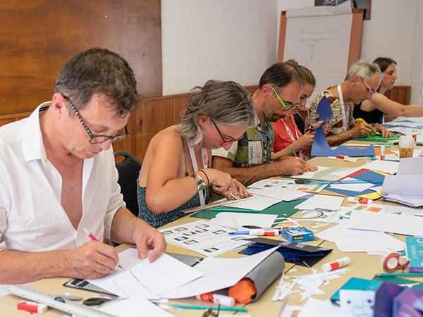 Atelier pop-up adulte autour de la technique du plan levé