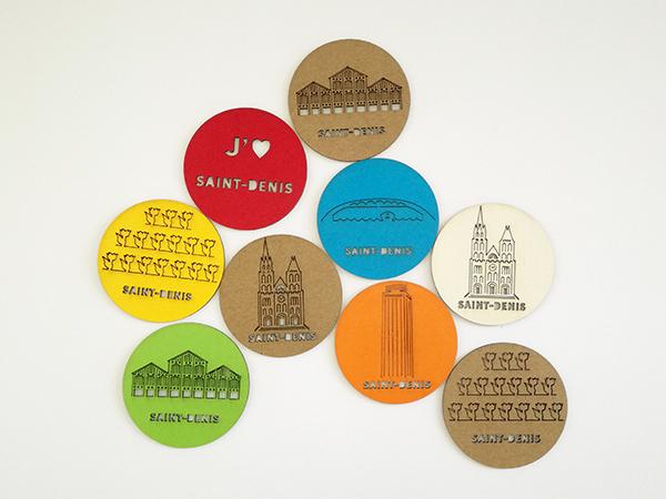 Magnets avec motifs gravés du patrimoine de Saint-Denis. Vue d'ensemble