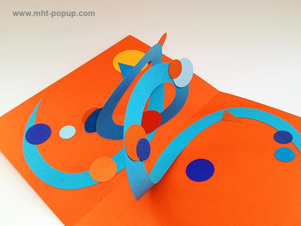 Carte pop-up Spirale motifs abstraits, orange-bleu clair, détail de la spirale. Pièce unique signée