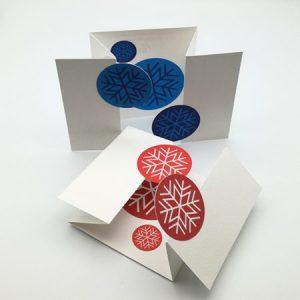 Cartes de vœux à volets, vue d'ensemble des 2 variantes de flocons : rouges et bleus