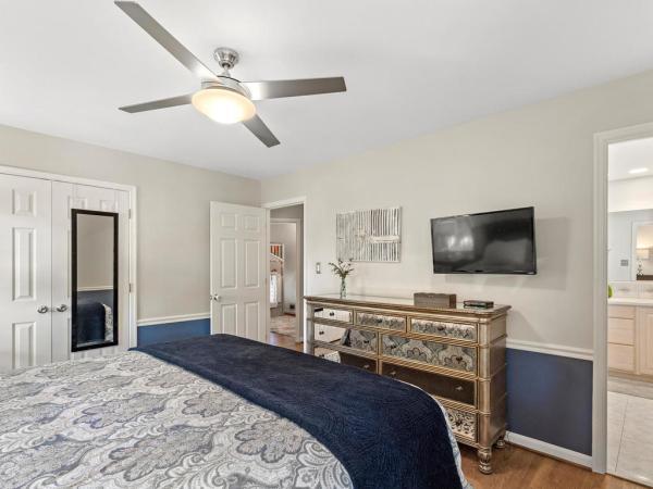 Photo of 4226 Sleepy Hollow Rd, Annandale, VA 22003