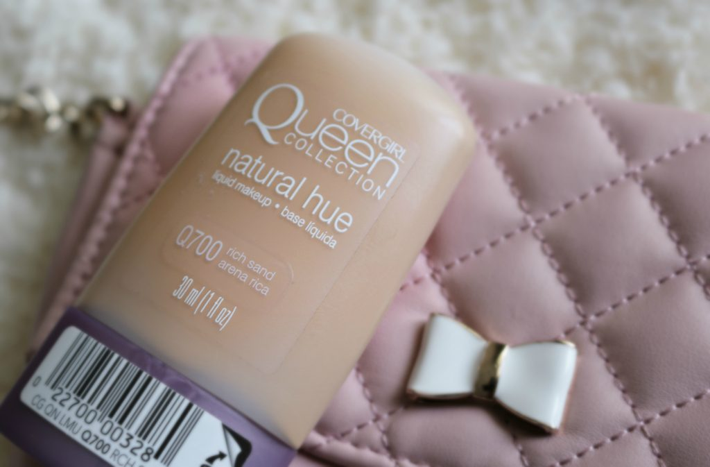 CoverGirl Queen Collection Natural Hue Compact Foundation swatches