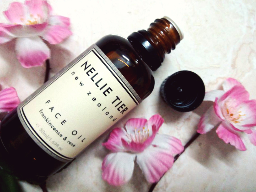 nellie tier frankincense & rose face oil