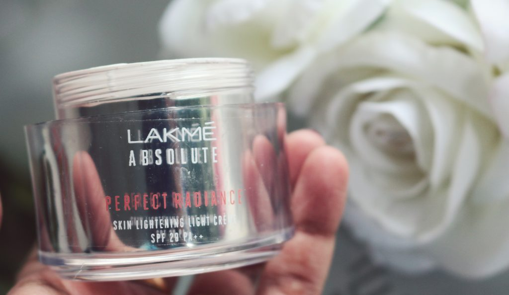 Lakmé Absolute Perfect Radiance Light Crème price and buy online