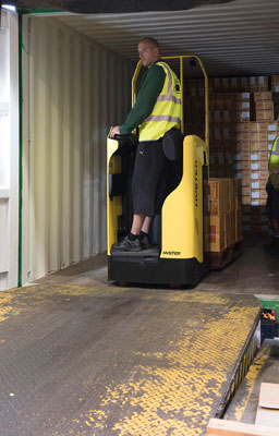 Hyster-launches-tough-3-in-1-Rider-Pallet-Truck--leaning-positionweb