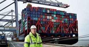 DP World London Gateway Port welcomes New Year's world breaking ship