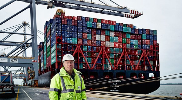 DP World London Gateway Port welcomes New Year's world breaking ship