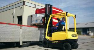 Are electric forklifts overtaking combustion engines? Asks Hyster