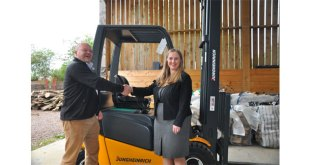 Jungheinrich supports environment by donating forklift truck to local woodland charity