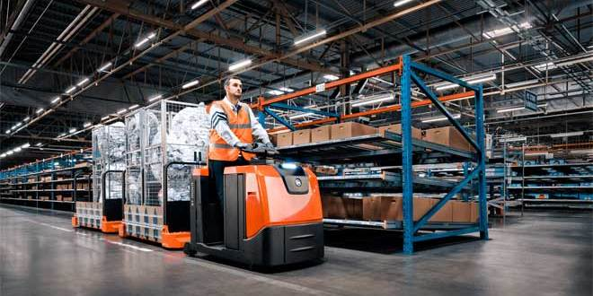 Toyota Material Handling UK share knowledge at The Manufacturing Management Show