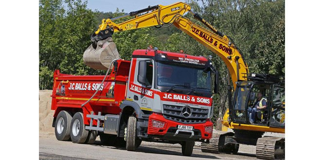 JC Balls chooses flexible Mercedes-Benz Arocs six-wheeler over its 8x4 big brother