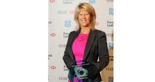The Pink Link MD lifts Inspiring Leader of the Year Award