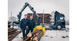 Hiab first LOGLIFT forestry crane equipped with HiVisionTM delivered to customer