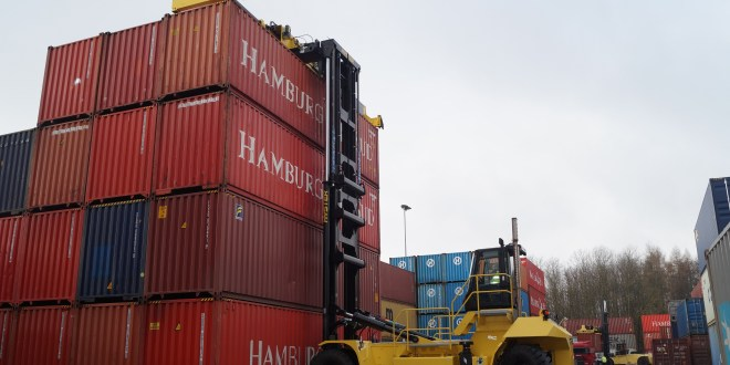 MOENKEMOELLER CHOOSES HYSTER FOR FLEXIBLE CONTAINER HANDLING