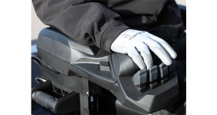 Pioneering armrest now available with Mitsubishi GRENDiA ES