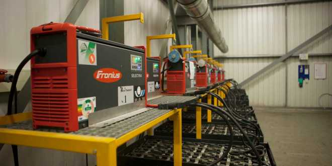 Hartog & Bikker increases availability of forklift trucks using battery charging systems from Fronius
