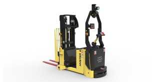 Intelligent Hyster lift trucks for the automotive supply chain