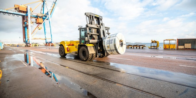 Strong Hyster® trucks for metal coil handling at Oxelösunds Hamn in Sweden