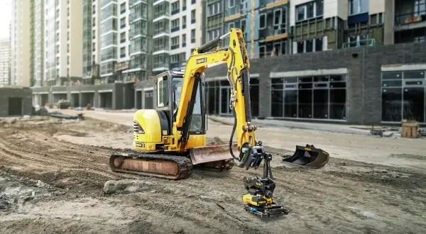 A safe and automatic machine hitch now available for smaller excavators – Latest innovation from Engcon