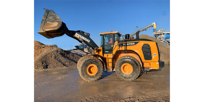 French Connection – Poullard takes delivery of its first HL970A Wheel Loader