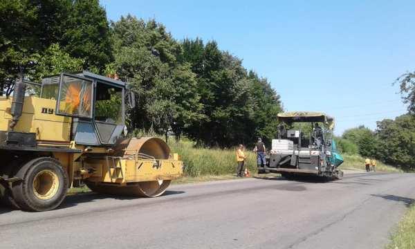 На ділянці дороги Снятин-Тязів проводять поточний ремонт ...
